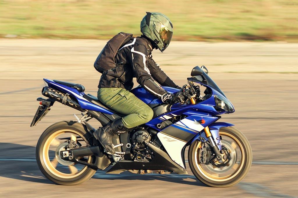 motorcycle 4246611 1280 - Choisir son Casque moto
